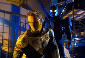 Smallville - Smallville - 10x18 - Booster / 10x19 - Dominion SMALLVILLE Booster Gold and Blue Beetle